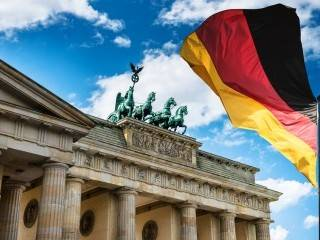In infrastructure, long a hallmark of Germany, the country is no longer exemplary. Germany's high export ratio proves to be a disadvantage in times of trade disputes. The current account surplus, once the pride of the German economy, has become a burden.