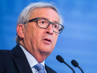 The origin of Juncker's doubts is that Romania's government has been rocked of fights within one of the ruling parties, the Social Democratic Party, the resignation of the country's EU minister, and of backsliding in the fight against corruption